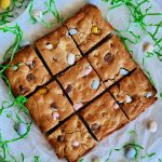 blondies, how to make blondies, easy blondies recipe, homemade blondies recipe, easter recipes, easter dessert recipe, easter dessert ideas, cute easter recipes, easter recipes, easy easter recipes, easter blondies, mini cadbury egg recipes, mini cadbury egg desserts, dessert recipes using mini cadbury eggs