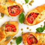 caprese, caprese salad appetizer, puff pastry appetizer, appetizers with puff pastry, caprese salad in puff pastry, caprese salad recipes, easy caprese salad