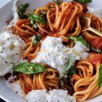 homemade spaghetti sauce, easy spaghetti sauce, how to make homemade spaghetti sauce, quick spaghetti sauce, light spaghetti sauce, spaghetti sauce with burrata,