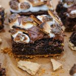 how to make s'mores brownies, s'mores brownies recipes, easy s'more brownies, summer dessert recipes, easy summer dessert recipes, homemade summer dessert recipes, homemade brownie recipes, brownies, best ever s'mores brownies, summer bbq dessert recipes,desserts for a summer cookout, summer cookout dessert recipe